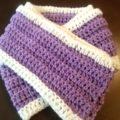 キャンドゥで購入の毛糸  なないろ彩色でマフラー編みました(かぎ針です)